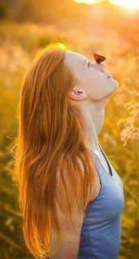 Аватар вконтакте Девушка с бабочкой на носу