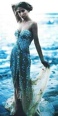 Девушка на аву в вечернем платье