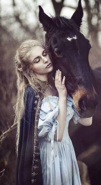 Девушка с голой попой в средневековом платье #12
