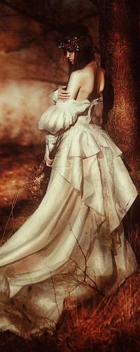 Брюнетка в пышном платье