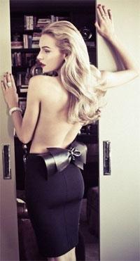 blondinka-v-krasnoy-yubke-seks-foto-domashnee-kachestvennoe