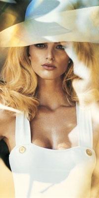 Аватар вконтакте Блондинка в широкополой шляпе и белом бюстье
