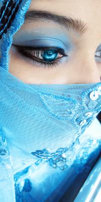 Аватар вконтакте Лицо девушки в голубой чадре с голубыми глазами