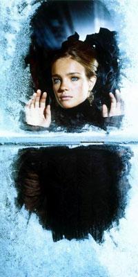 Аватар вконтакте Модель Наталья Водянова в замерзшем окне
