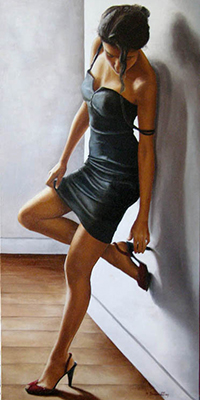 Аватар вконтакте Девушка в маленьком черном платье стоит прислонившись к стене и согнув ногу трогает рукой каблук