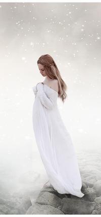 Аватар вконтакте Девушка в длинном белом платье стоит под падающим снегом, арт by RazielMB