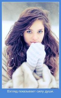 Аватар вконтакте Девушка со снежинками в волосах прижала руки в перчатках к губам (Взгляд показывает силу души)