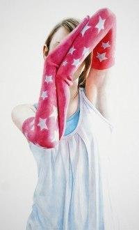 Аватар вконтакте Девушка в длинных перчатках прячет лицо за руками, art by Catherine Simpson