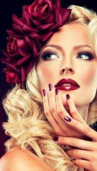 Аватар вконтакте Девушка с цветами в волосах