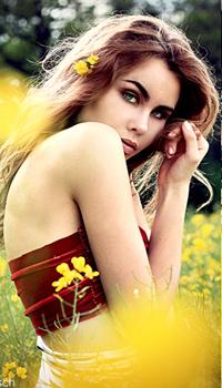 Аватар вконтакте Длинноволосая девушка в красном топе, с желтым цветком в волосах, by LinaDomina