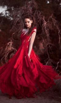 Аватар вконтакте Девушка в красном платье