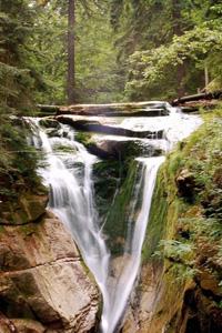 Аватар вконтакте Красивый водопад стекает со скал
