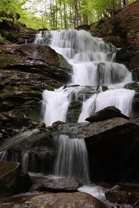 Аватар вконтакте Красивый водопад стекает с горы