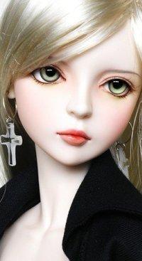 Аватар вконтакте Девочка - кукла с сережками в ушах