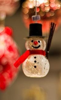 Аватар вконтакте Новогодний снеговик - игрушка