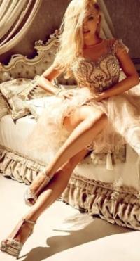 Блондинка в кровати 5 фотография
