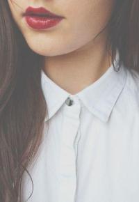 99px.ru аватар Девушка с красной помадой в белой рубашке