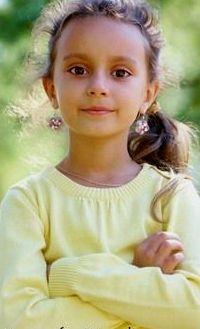 Аватар вконтакте Девочка с сережками в ушах
