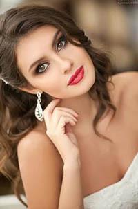 Аватар вконтакте Девушка с серыми глазами, накрашенными губами, с длинными серьгами в ушах, фотограф Павел Обвинцев