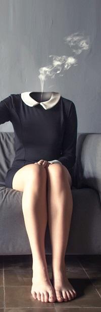 Аватар вконтакте Сидящая девушка с белым дымом вместо головы