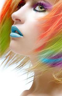 Аватар вконтакте Девушка с разноцветными волосами, с накрашенными голубыми губами в профиль