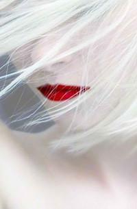 Аватар вконтакте Блондинка с ярко-накрашенными губами