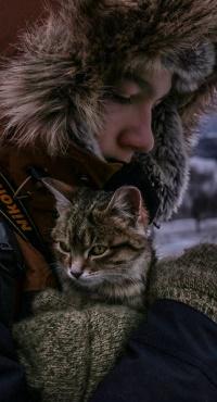 Аватар вконтакте Парень с котенком на руках