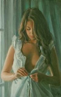 Девушка застегивает платье