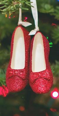 99px.ru аватар Красные туфельки висят на новогодней елке
