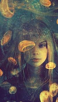 Аватар вконтакте Девушка в окружении медуз