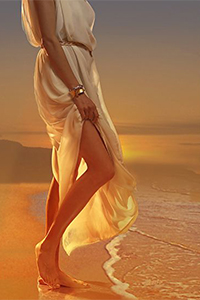 Аватар вконтакте Девушка стоит в лучах заката на берегу моря, работа Night Swimming / Ночное плавание, by James V Griffin