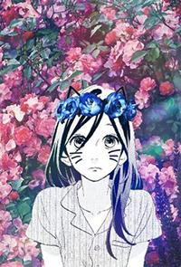 Аватар вконтакте Сузумэ Йосано / Suzume Yosano, вырезанная из манги Дневной звездопад / Daytime Shooting Star / Hirunaka no Ryuusei, с подрисованными кошачьими усиками и ушками, в венке из синих цветов, на фоне цветущих розовых кустов