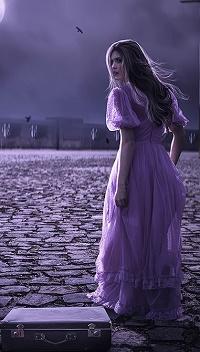 Аватар вконтакте Девушка в длинном платье обернулась и смотрит на кого-то, на булыжниках лежит чемодан, by apanyadong