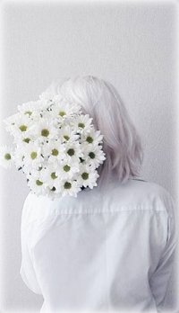 99px.ru аватар Девушка с букетом белых ромашек