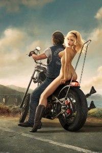 Аватар вконтакте Парень с обнаженной девушкой на мотоцикле