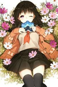 Аватар вконтакте Девушка с книгой лежит на поляне цветов космеи, by salty