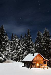 Аватар вконтакте Деревянный дом в середине леса, на фоне ночного неба