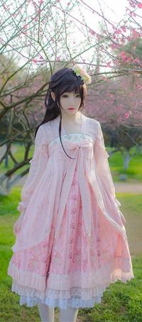 Аватар вконтакте Азиатка в розовом платье на фоне цветущих сакур