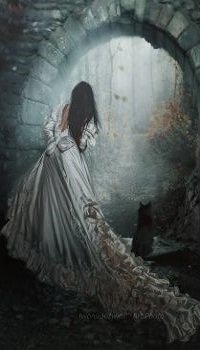 Аватар вконтакте Девушка в длинном белом платье стоит рядом с кошкой и смотрит в арку, by mirandaarts