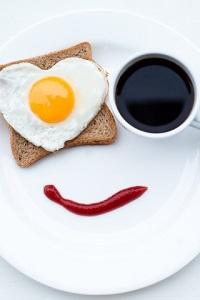 Аватар вконтакте Завтрак-улыбка на белом блюдце и черный кофе в кружке