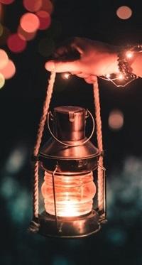 99px.ru аватар В руке светящийся фонарь