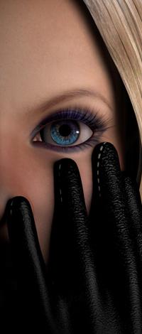 Аватар вконтакте Голубой глаз девушки, закрывшей лицо руками в перчатках