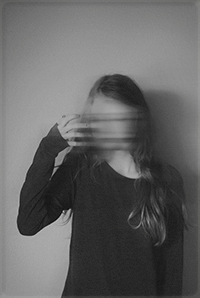 Аватар вконтакте Девушка со смазанным лицом