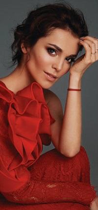 Аватар вконтакте Российская певица и актриса Сати Казанова в красном платье