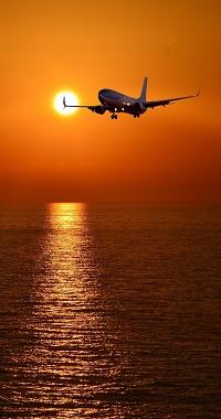 99px.ru аватар Самолет летит над морем на фоне заката