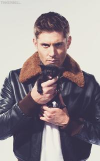 Аватар вконтакте Дженсен Эклс / Jensen Ackles держит черного котенка