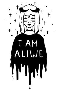 Аватар вконтакте Белокурая девушка с черными рогами, полумесяцем во лбу и полосами на лице, в черной кофте в виде кляксы с надписью Я ЖИВА / I AM ALIWE, на белом фоне с черными крестами