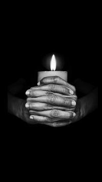 Аватар вконтакте Горящая свеча в мужских руках в темноте