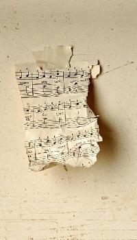 Аватар вконтакте Клочок бумажки с нотами прилеплен к стене