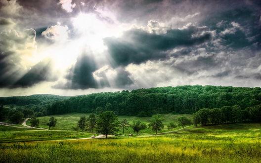 Обои Лучи солнца пробиваются сквозь облака